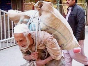This Old Man Carries 100kg Sack of Flour Every Day To Earn A Living For His Family